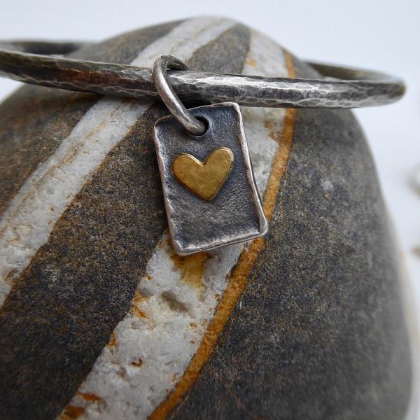Bangle double side heart tag
