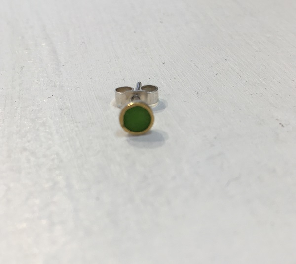 Single Bright Green Stud